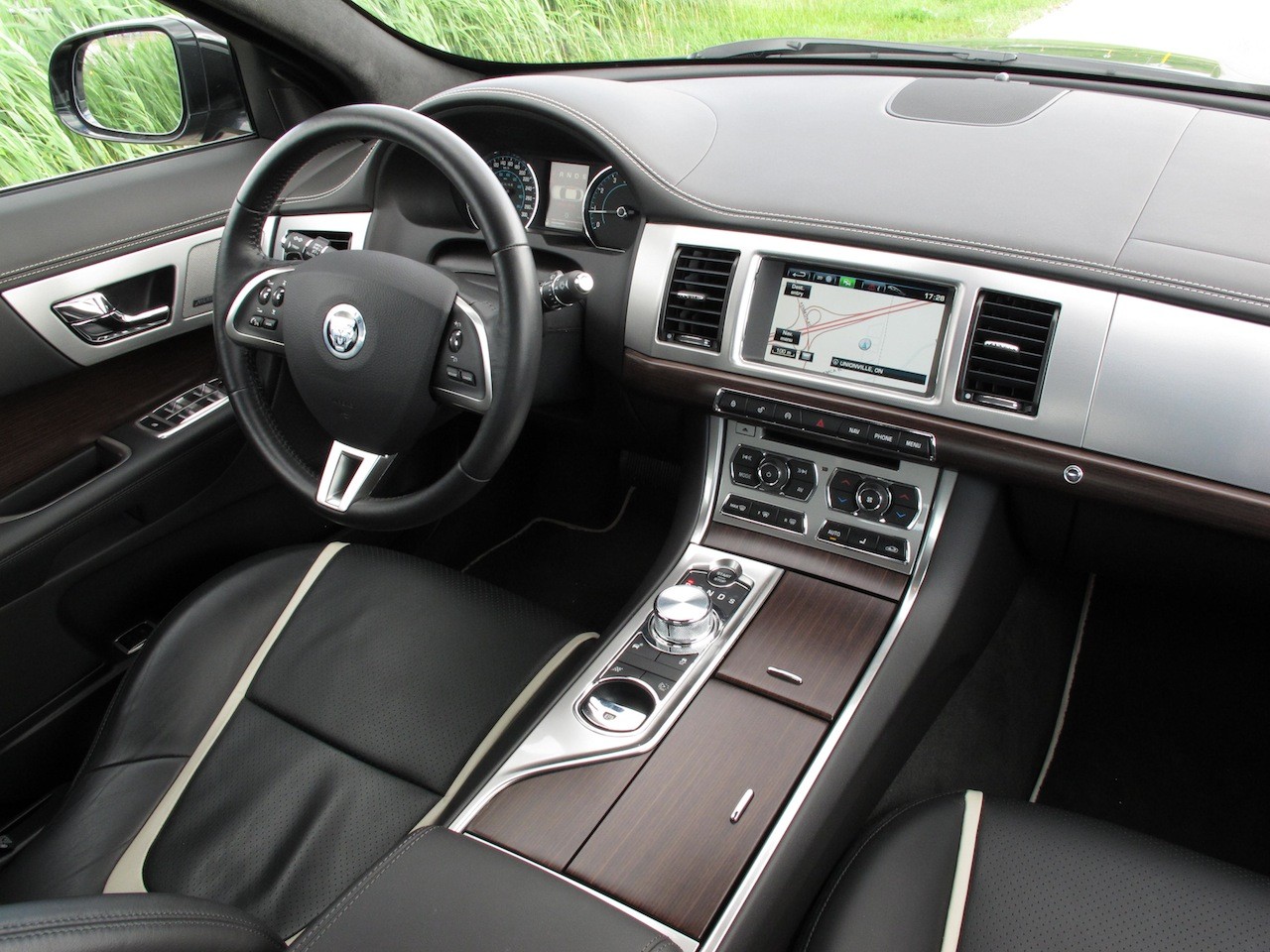 ... 2013 Jaguar XF 3.0L AWD Black Interior Dashboard ...