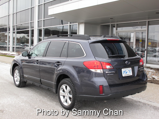 2013 Subaru Outback 3.6R Limited Gray rear side view