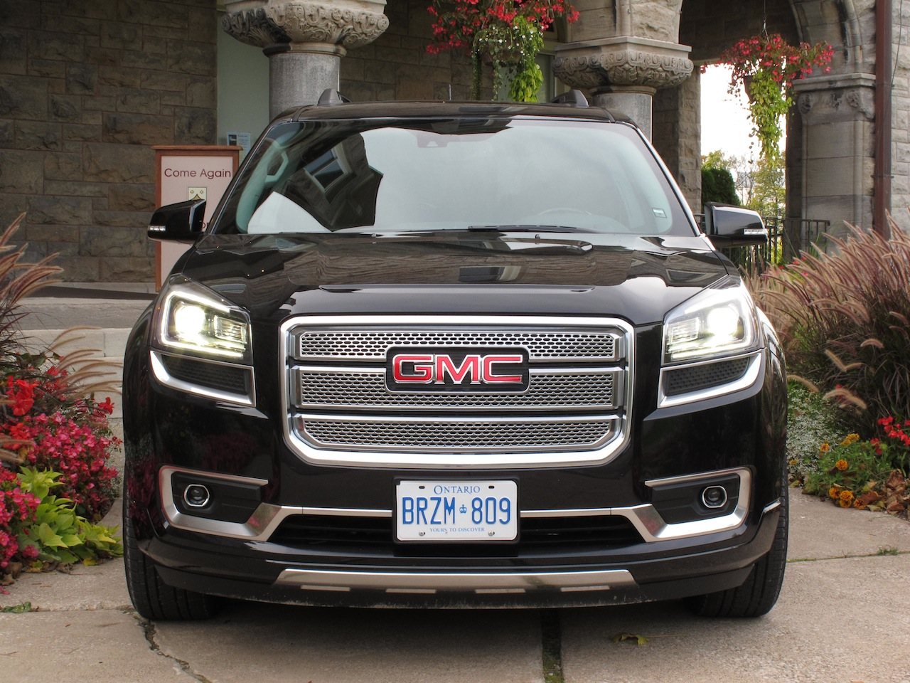 2014 gmc acadia denali cars photos test drives and reviews canadian auto review. Black Bedroom Furniture Sets. Home Design Ideas