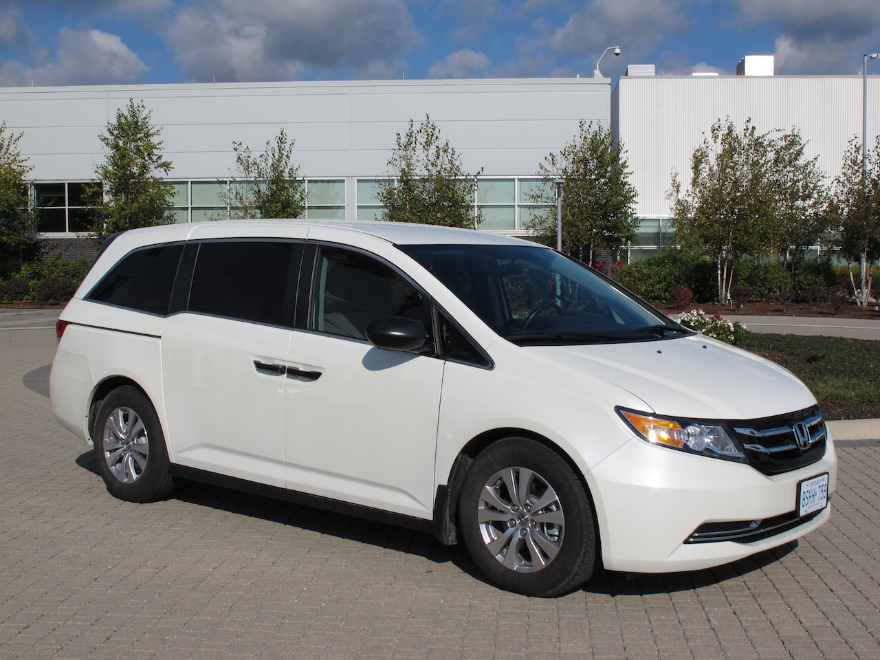 2014 Honda Odyssey White Front Side View