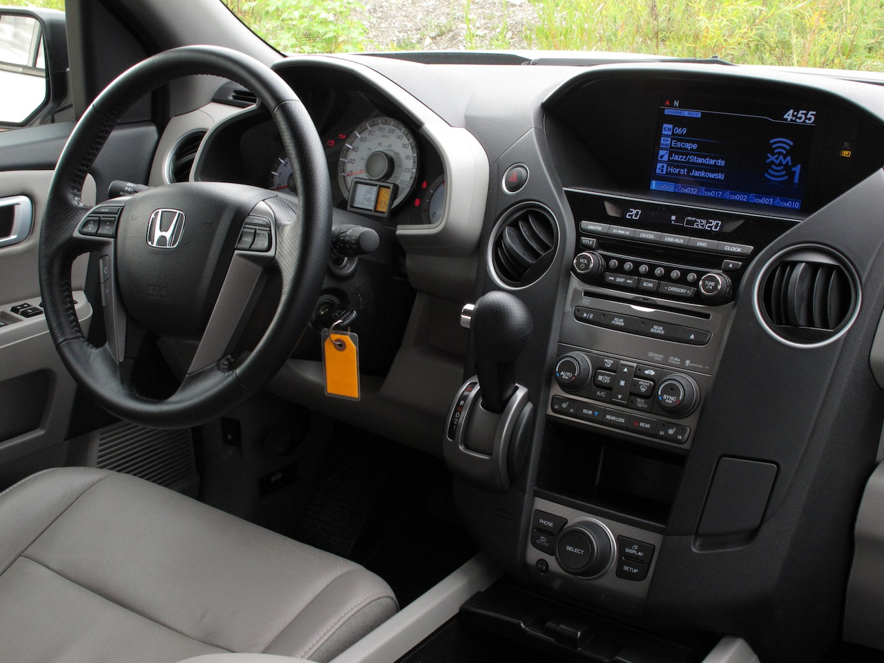 2014 honda pilot interior photo gallery official honda for 2014 honda pilot dimensions