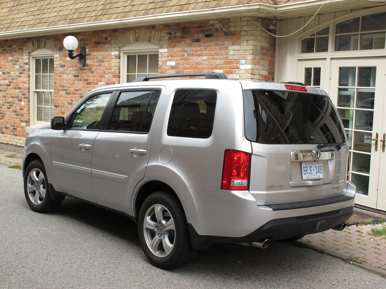 2014 honda pilot silver rear side view
