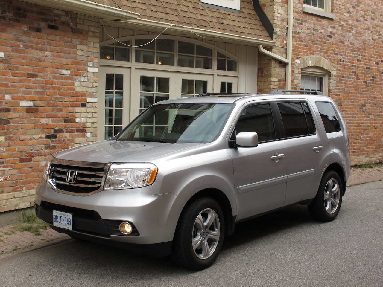 Superb 2014 Honda Pilot Silver Front Side View