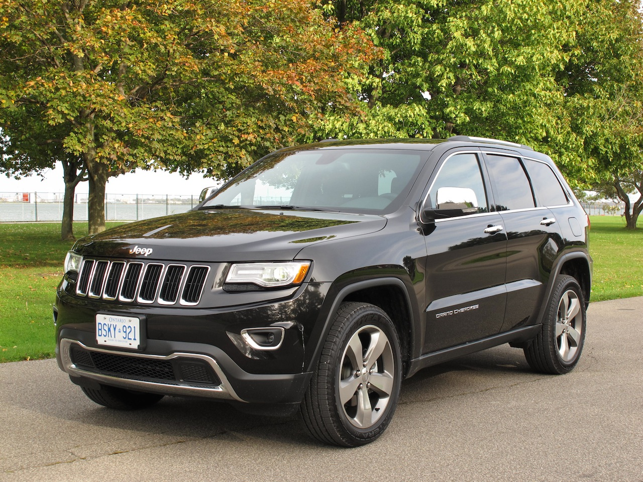 2014 jeep grand cherokee photo gallery cars photos test drives and reviews canadian auto. Black Bedroom Furniture Sets. Home Design Ideas