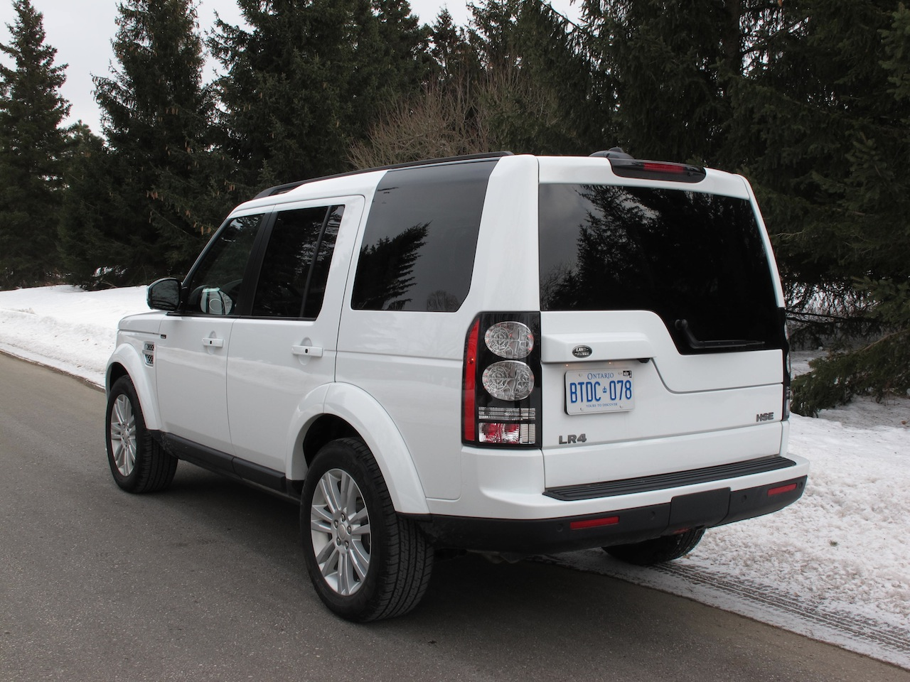 ... 2014 Land Rover LR4 HSE white rear side view ...