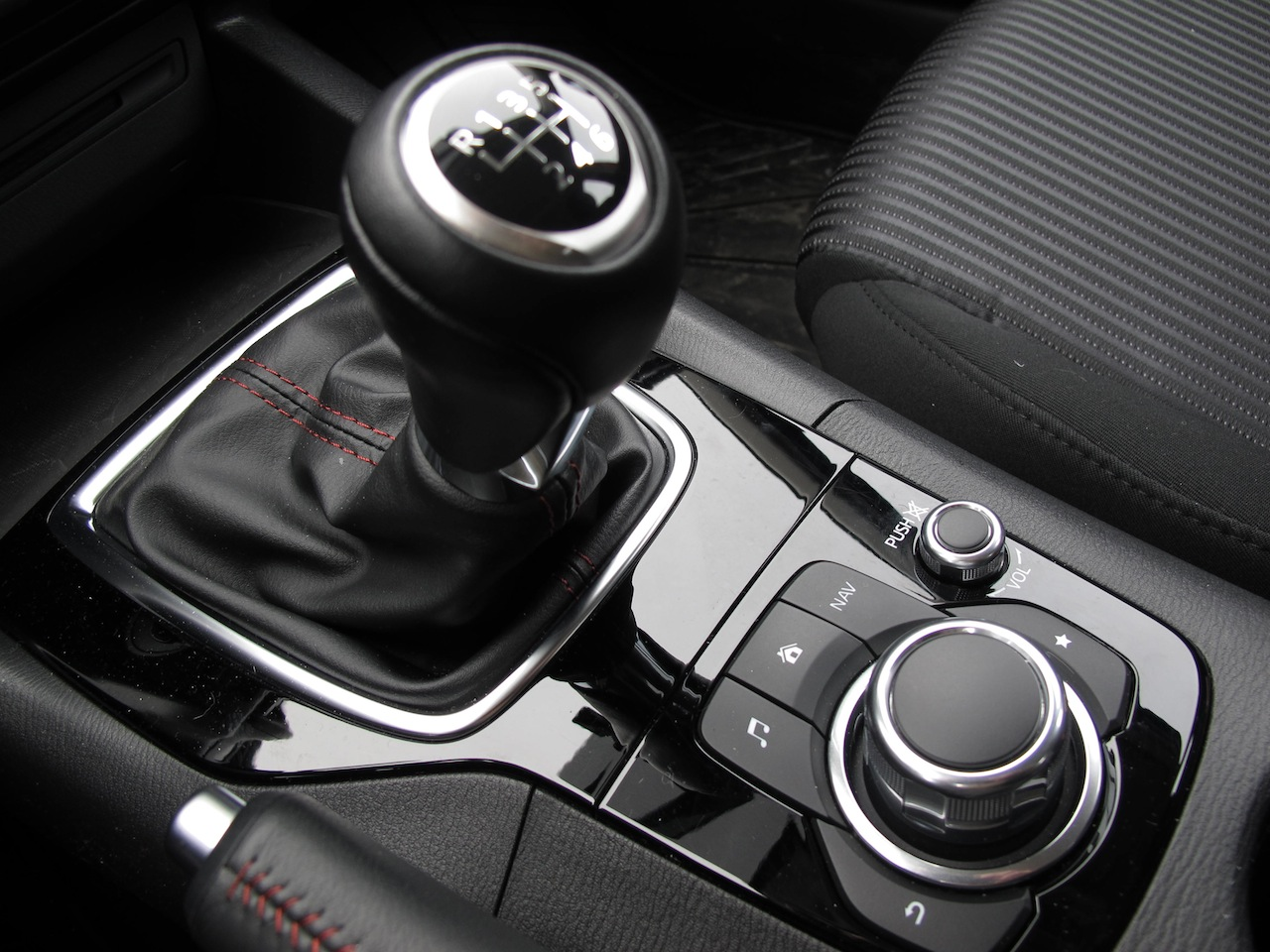 2014 mazda3 sport gs photo gallery cars photos test drives and reviews canadian auto review. Black Bedroom Furniture Sets. Home Design Ideas