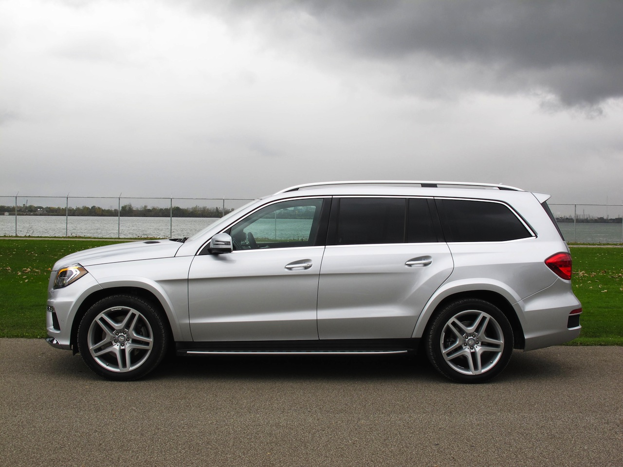 mercedes gl 350 bluetec 2015 review autos post. Black Bedroom Furniture Sets. Home Design Ideas