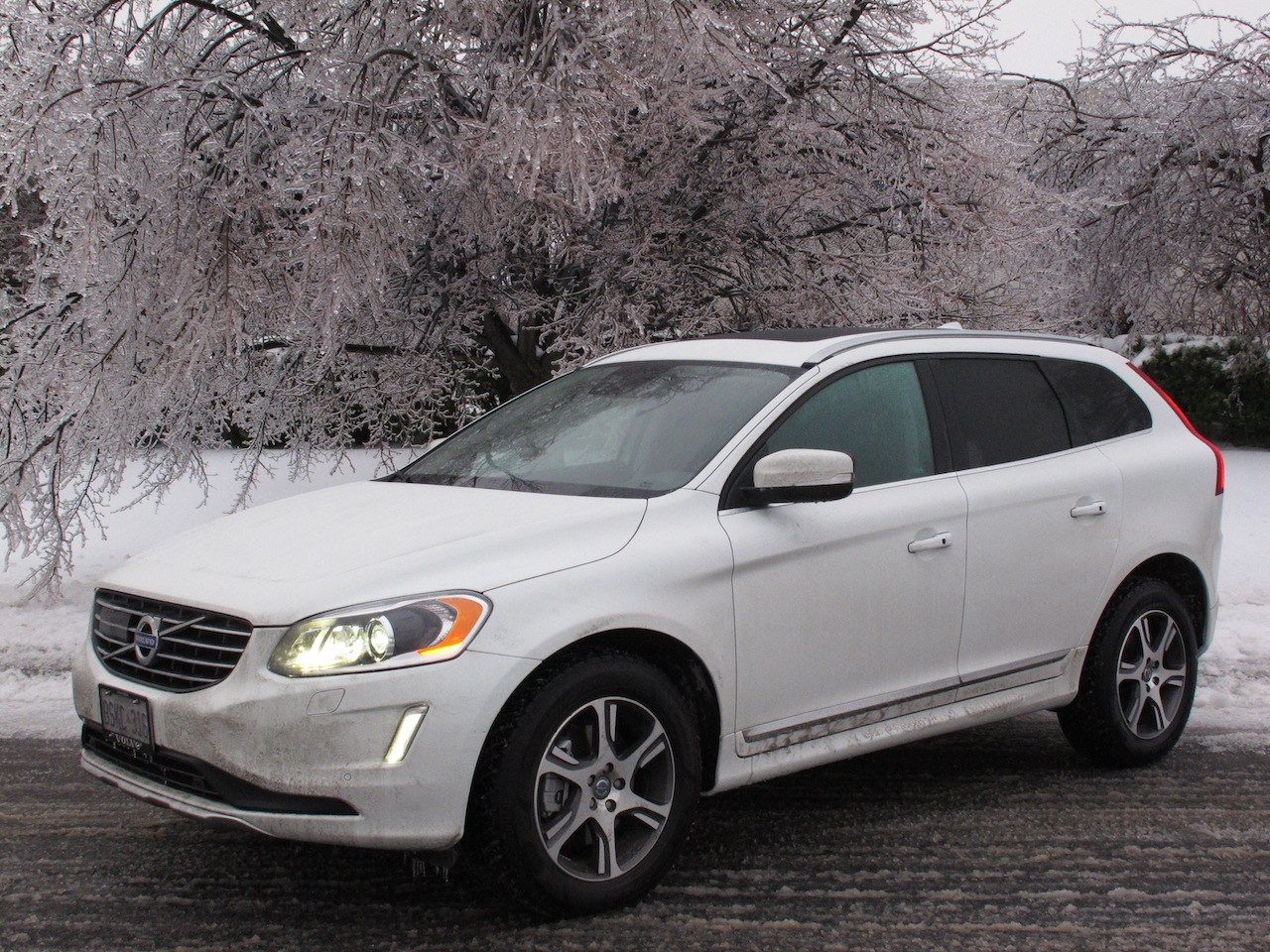 2014 volvo xc60 t6 awd cars photos test drives and. Black Bedroom Furniture Sets. Home Design Ideas