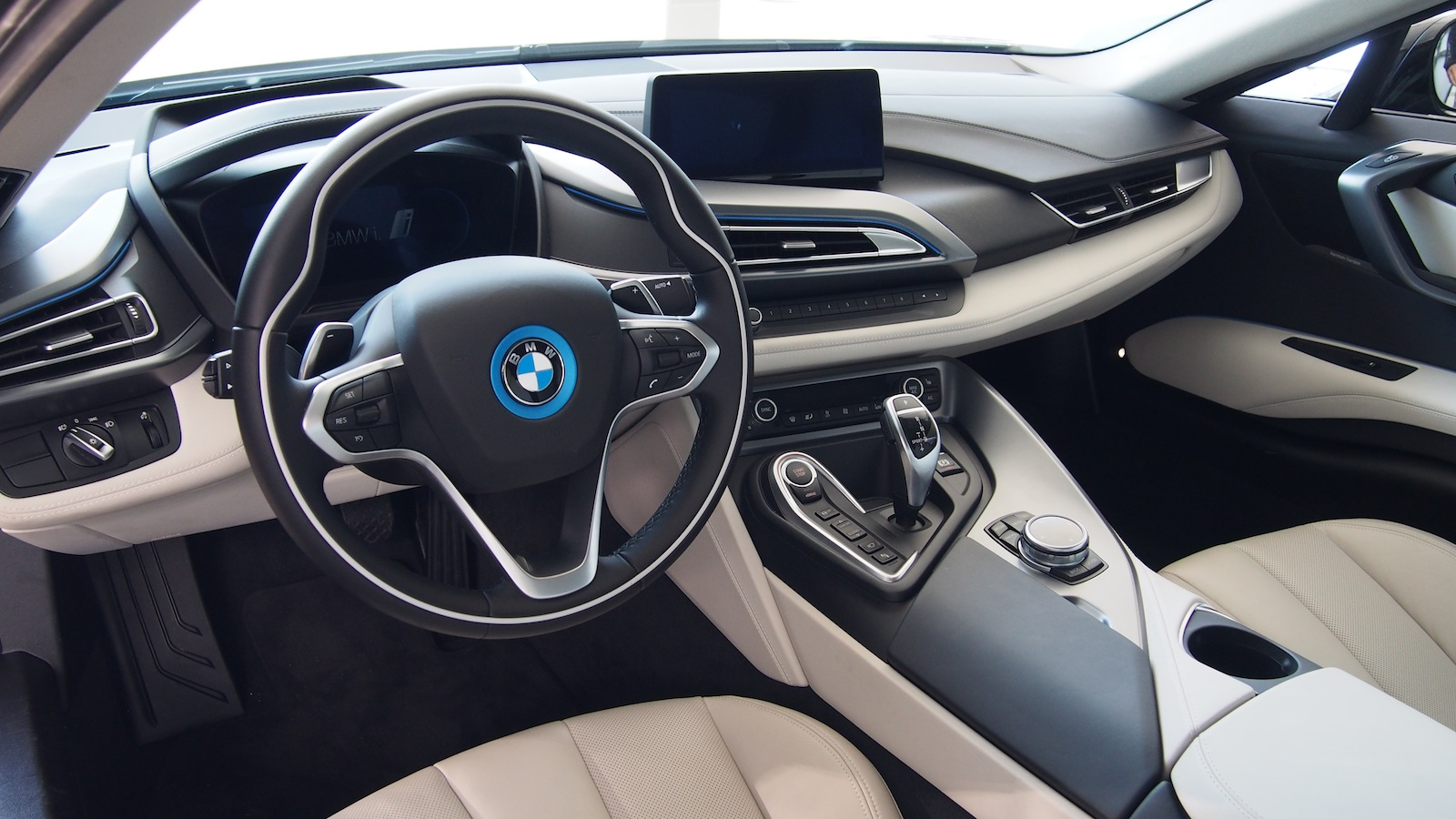 2015 BMW i8 Quick Look and Facts - Cars, Photos, Test Drives, and Reviews | Canadian Auto Review