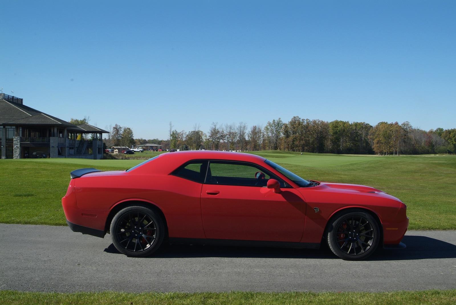 review 2015 dodge challenger srt hellcat first drive canadian auto. Black Bedroom Furniture Sets. Home Design Ideas