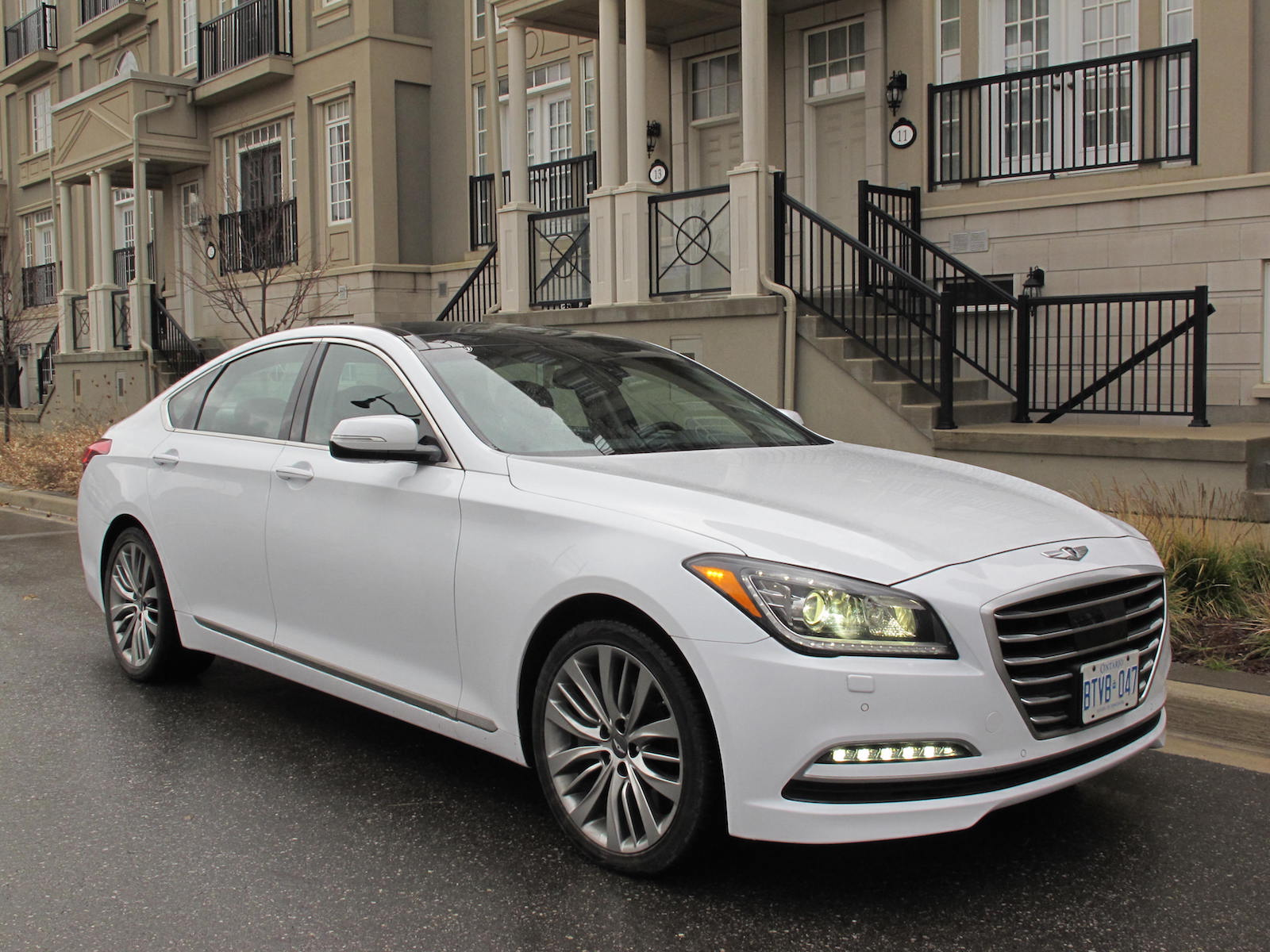 review 2015 hyundai genesis 5 0 ultimate canadian auto review. Black Bedroom Furniture Sets. Home Design Ideas