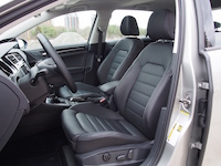 2015 Volkswagen Golf Highline front sport seats