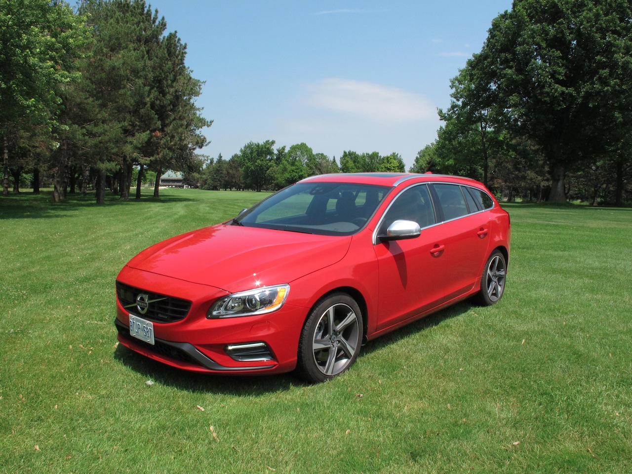 2015 volvo v60 t6 r design photoshoot cars photos test drives and reviews canadian auto. Black Bedroom Furniture Sets. Home Design Ideas