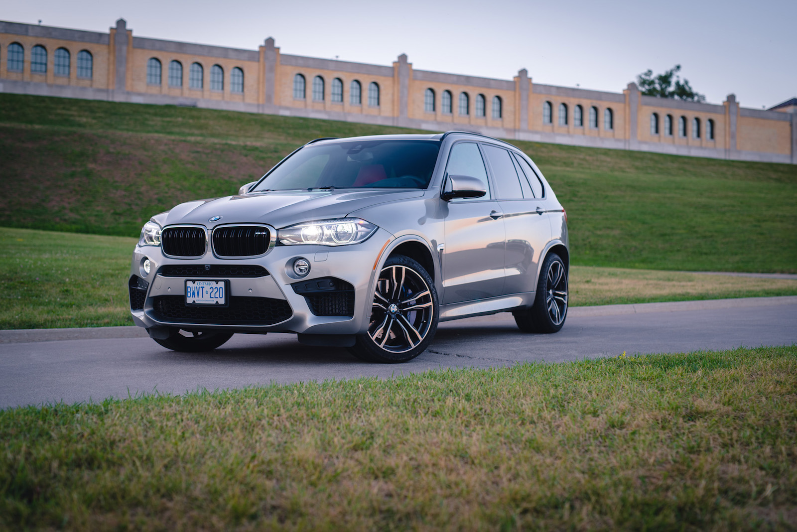 review 2015 bmw x5 m canadian auto review. Black Bedroom Furniture Sets. Home Design Ideas