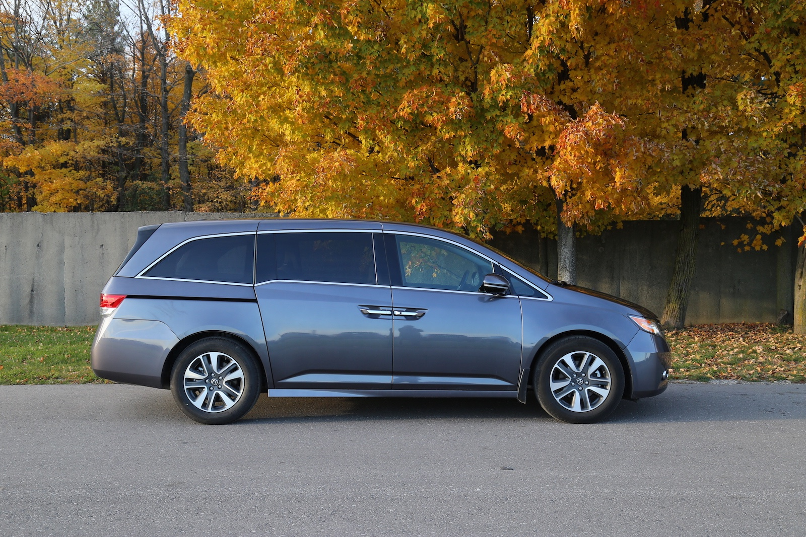 review 2015 honda odyssey touring canadian auto review. Black Bedroom Furniture Sets. Home Design Ideas
