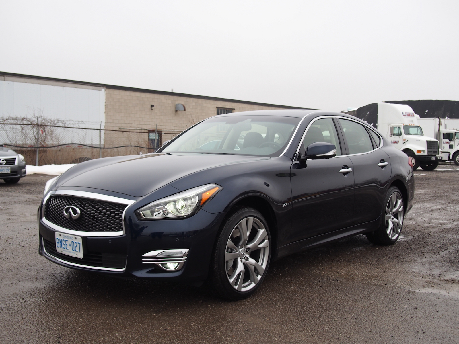 review 2015 infiniti q70 3 7 awd canadian auto review. Black Bedroom Furniture Sets. Home Design Ideas
