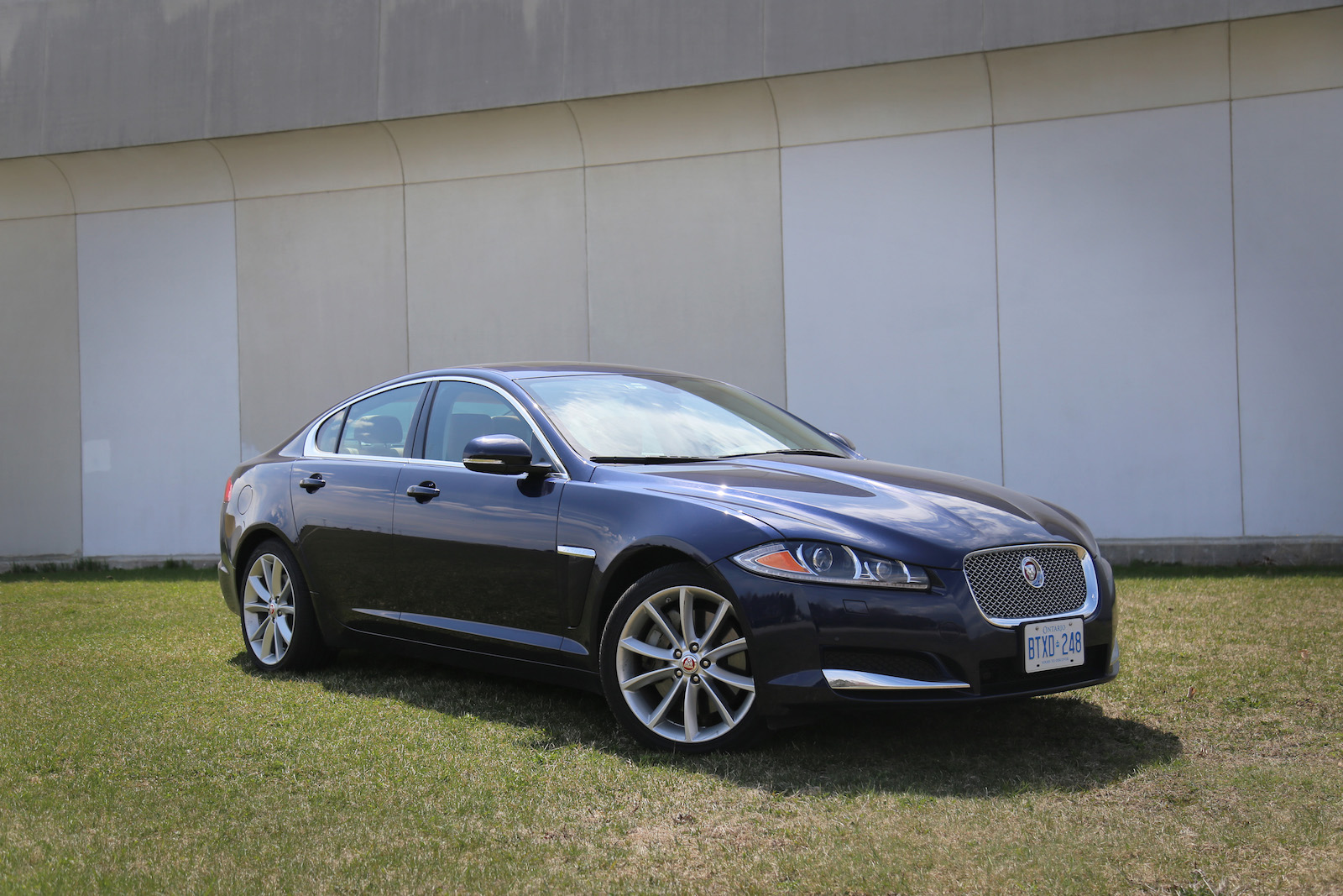 review 2015 jaguar xf canadian auto review. Black Bedroom Furniture Sets. Home Design Ideas