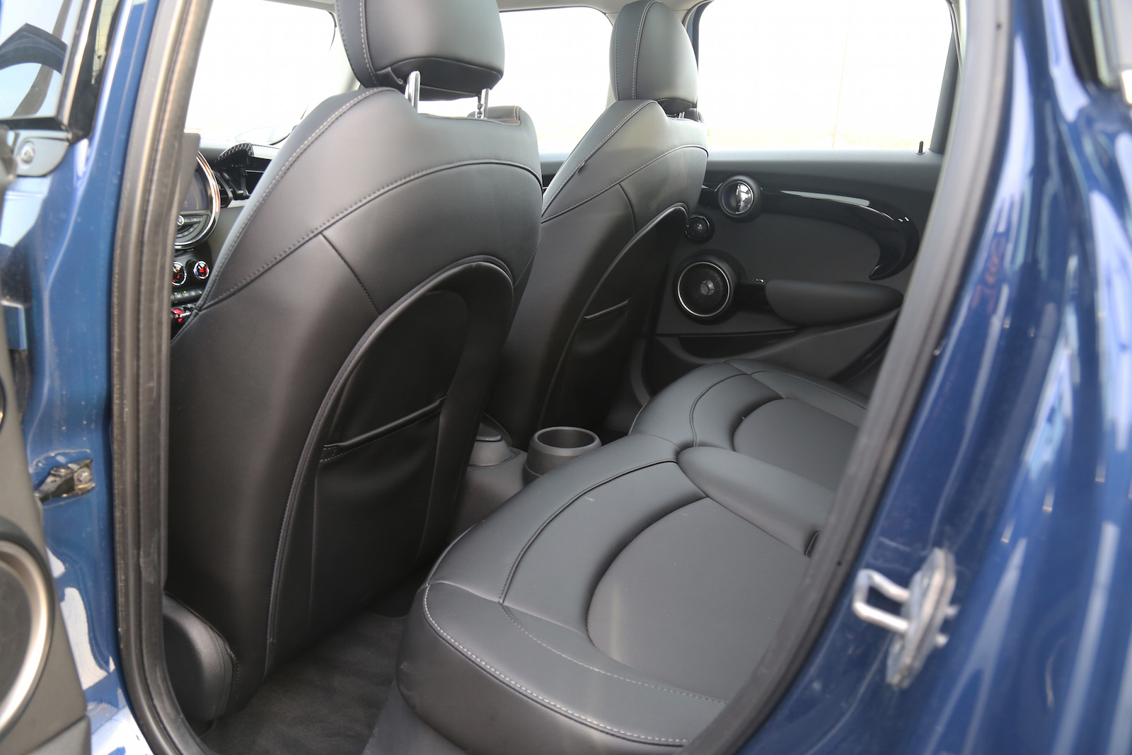 review 2015 mini cooper s 5 door canadian auto review. Black Bedroom Furniture Sets. Home Design Ideas