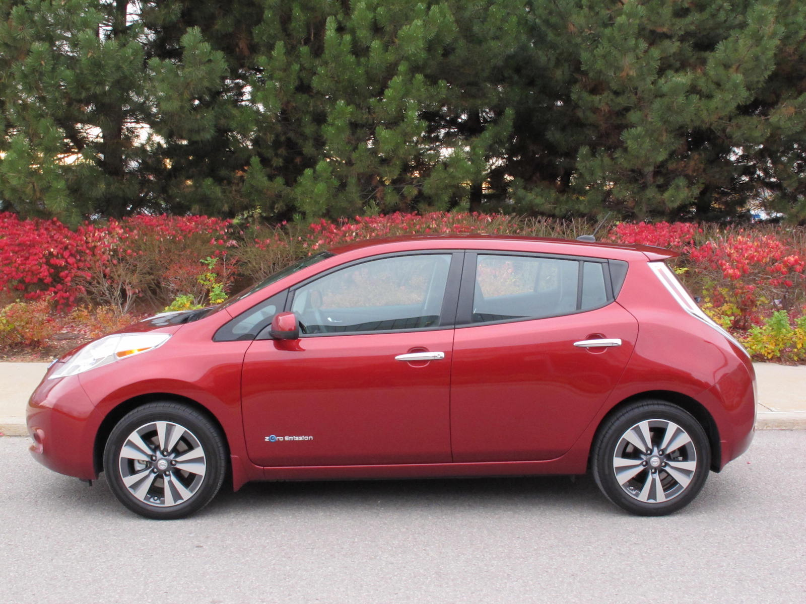 review 2015 nissan leaf canadian auto review. Black Bedroom Furniture Sets. Home Design Ideas