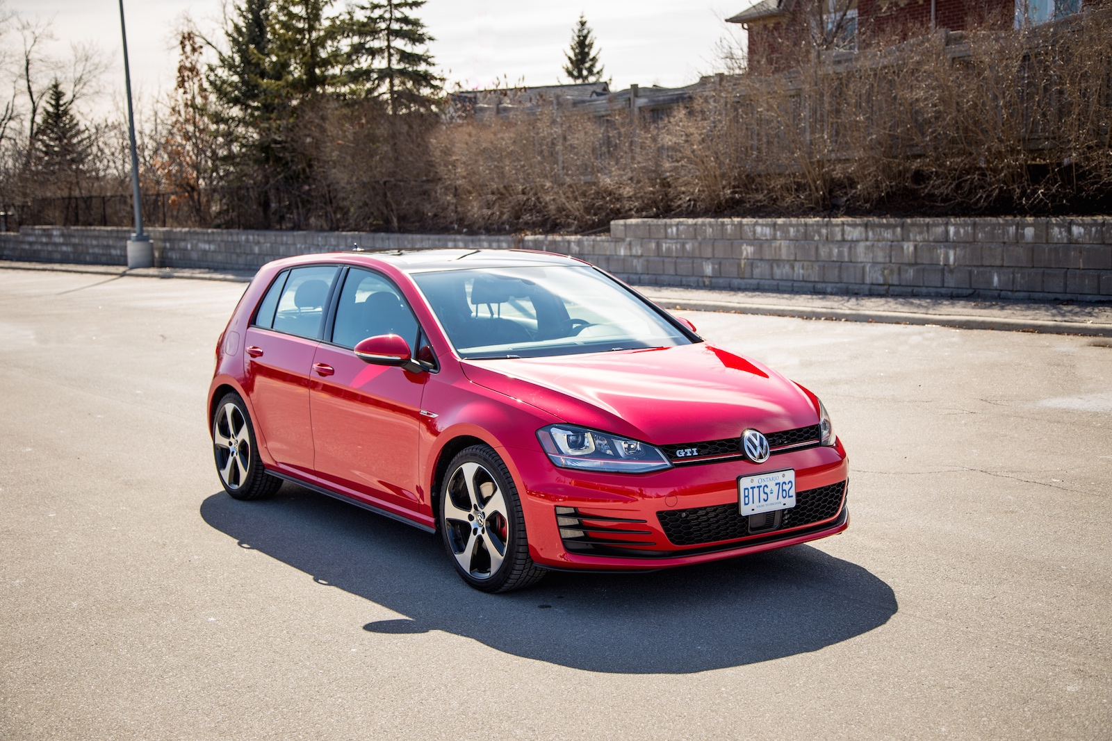 review 2015 volkswagen golf gti canadian auto review. Black Bedroom Furniture Sets. Home Design Ideas
