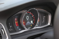 volvo v60 cross country adaptive digital display performance