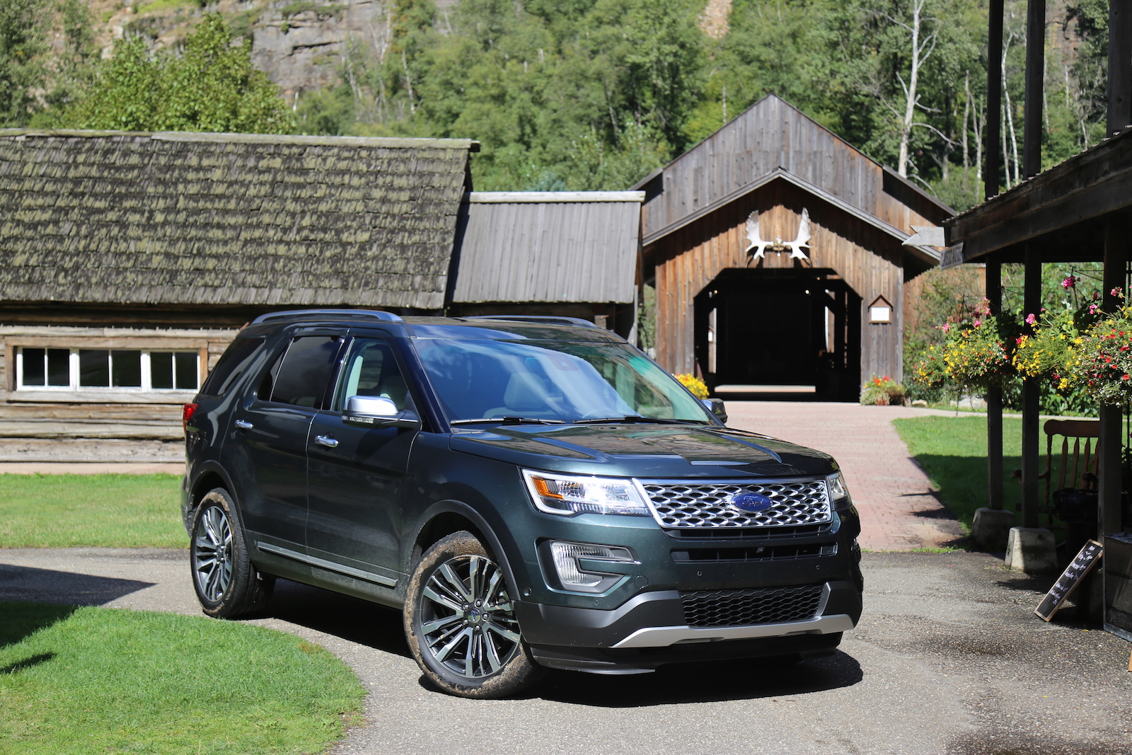 first drive 2016 ford explorer platinum canadian auto review. Black Bedroom Furniture Sets. Home Design Ideas