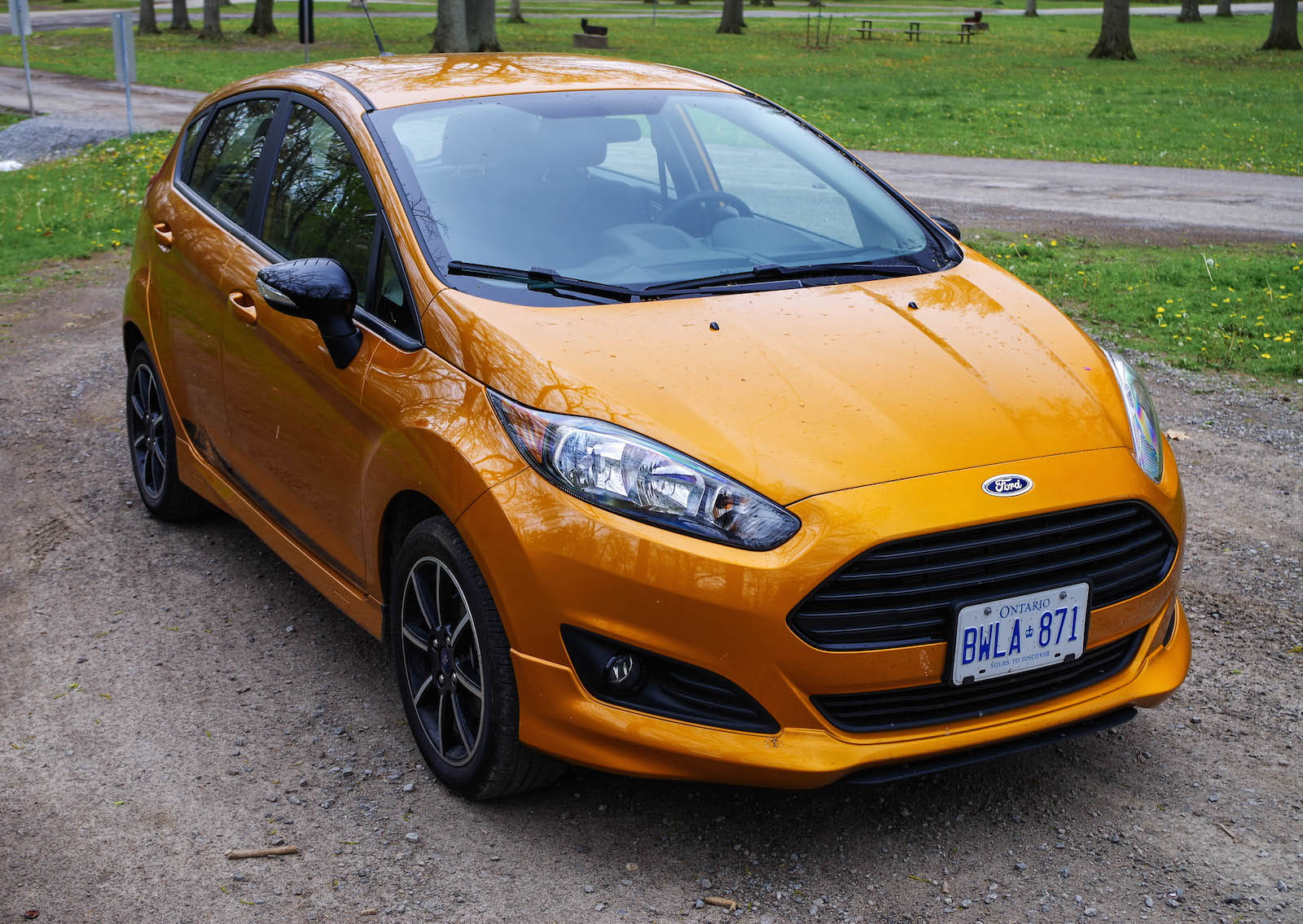 review 2016 ford fiesta se canadian auto review. Black Bedroom Furniture Sets. Home Design Ideas