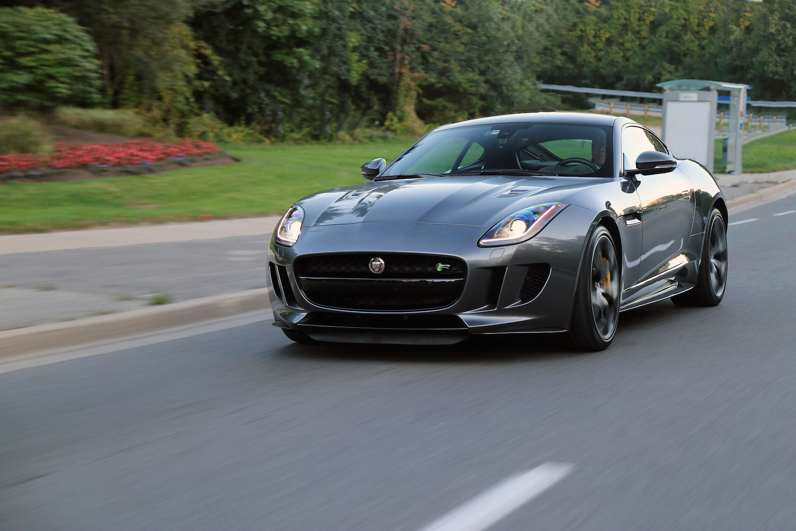 review 2016 jaguar f type r awd coupe canadian auto review. Black Bedroom Furniture Sets. Home Design Ideas