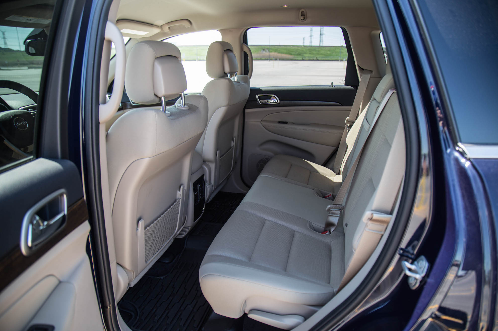 review 2016 jeep grand cherokee laredo canadian auto review. Black Bedroom Furniture Sets. Home Design Ideas