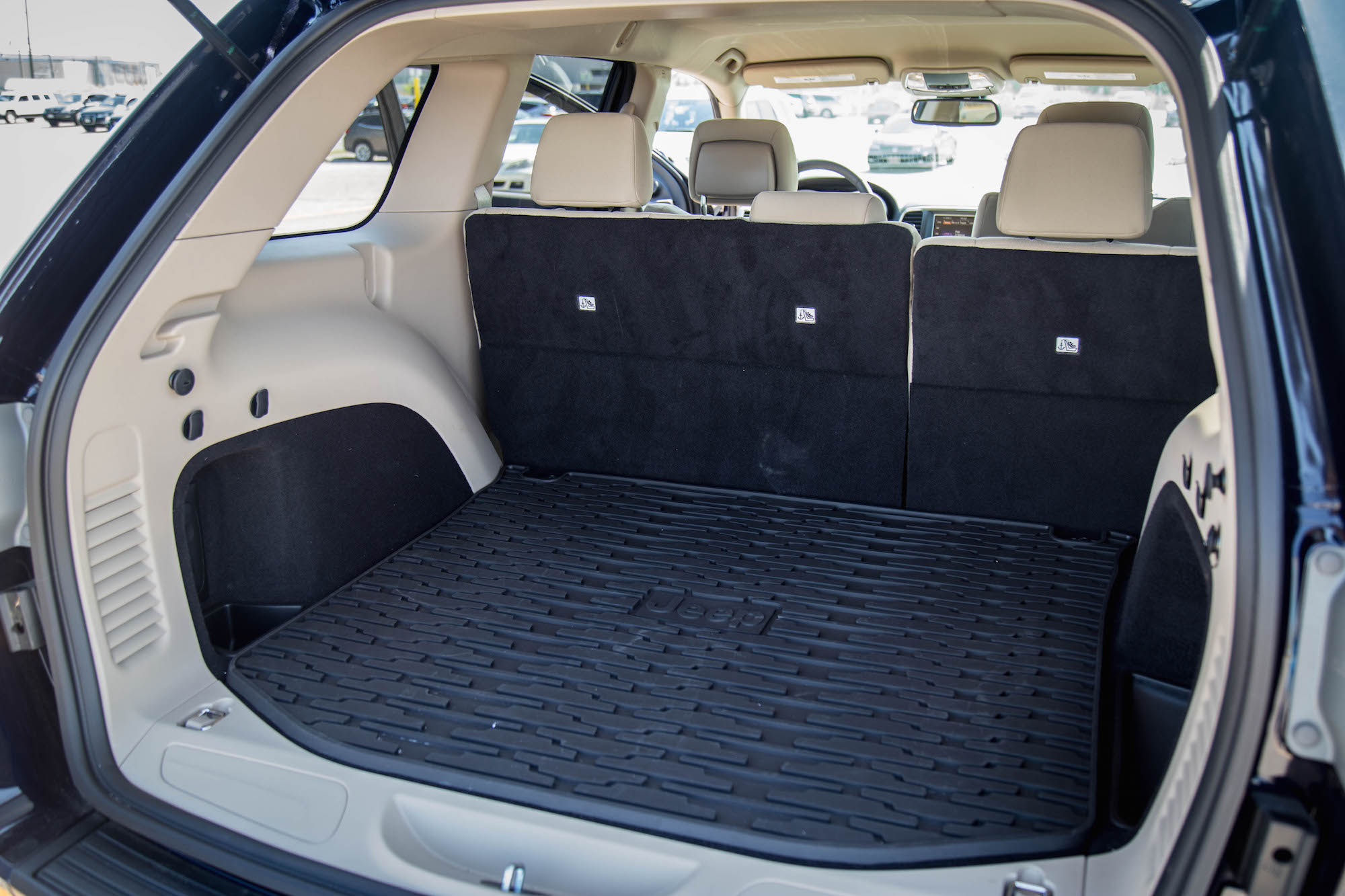 ... 2016 Jeep Grand Cherokee Laredo Trunk Cargo Space