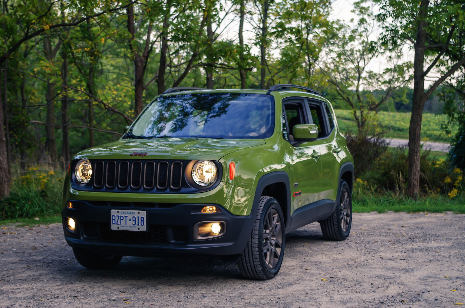 review 2016 jeep renegade 75th anniversary edition canadian auto review. Black Bedroom Furniture Sets. Home Design Ideas