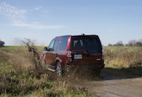 land rover lr4 in mud