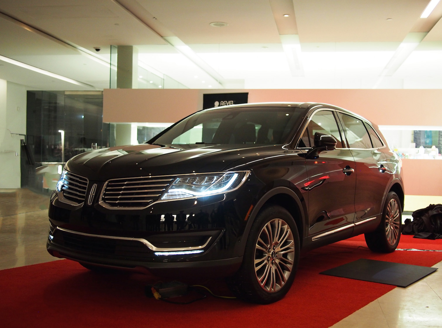 2016 lincoln mkx first look black. Black Bedroom Furniture Sets. Home Design Ideas