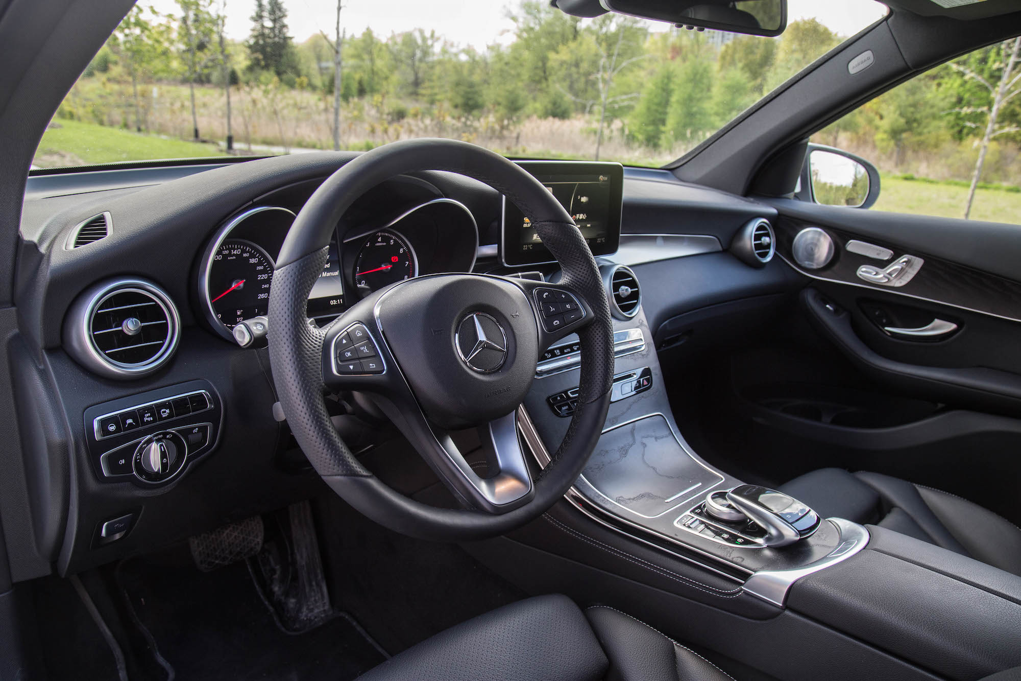 2016 glc 300 4matic canadian auto review. Black Bedroom Furniture Sets. Home Design Ideas