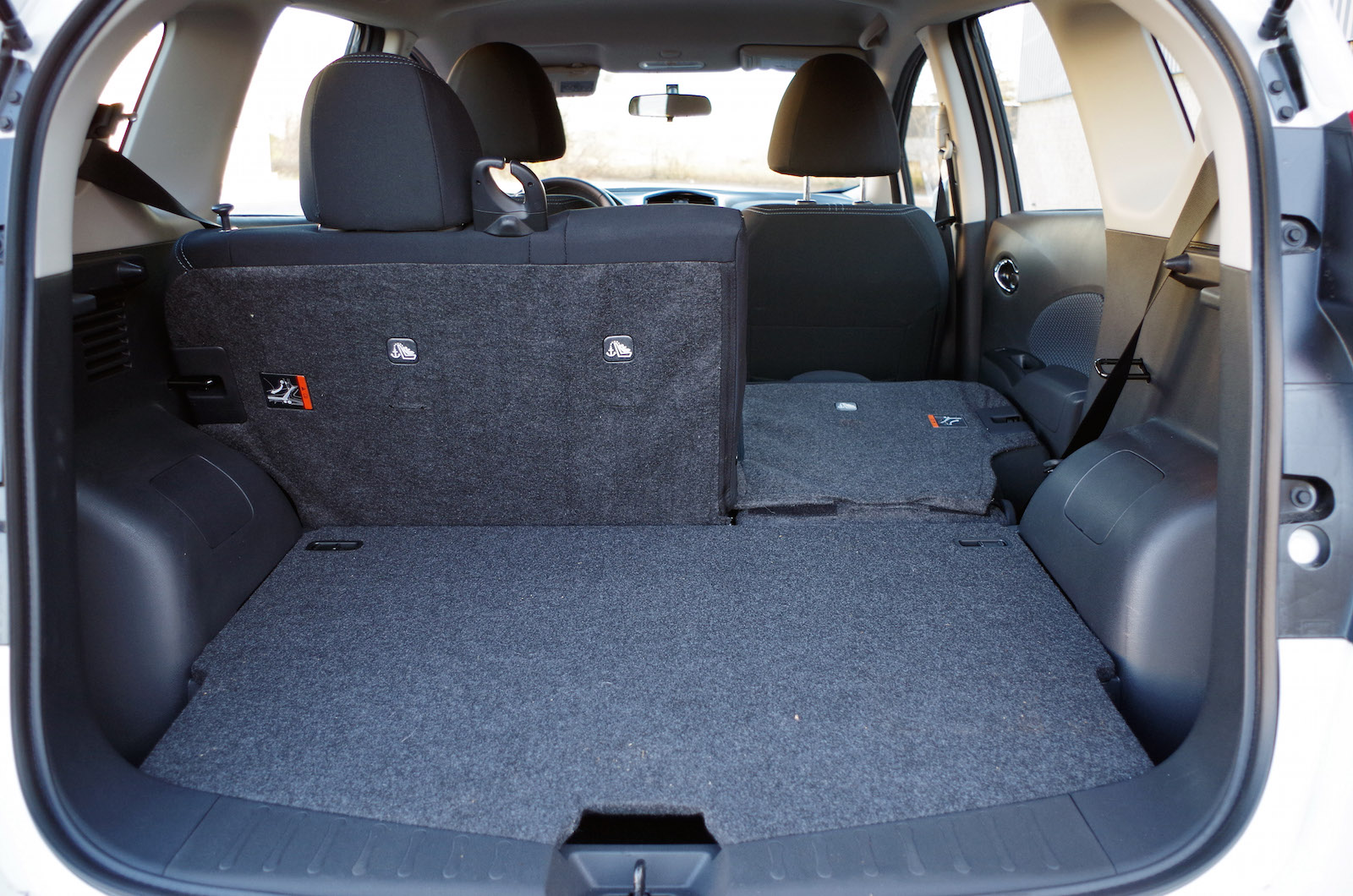 nissan versa note trunk space