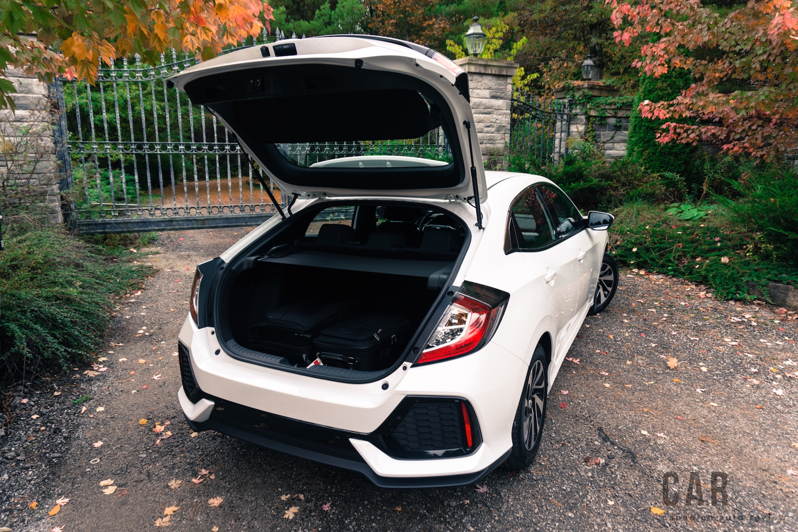 Review 2017 honda civic hatchback canadian auto review for Honda civic trunk