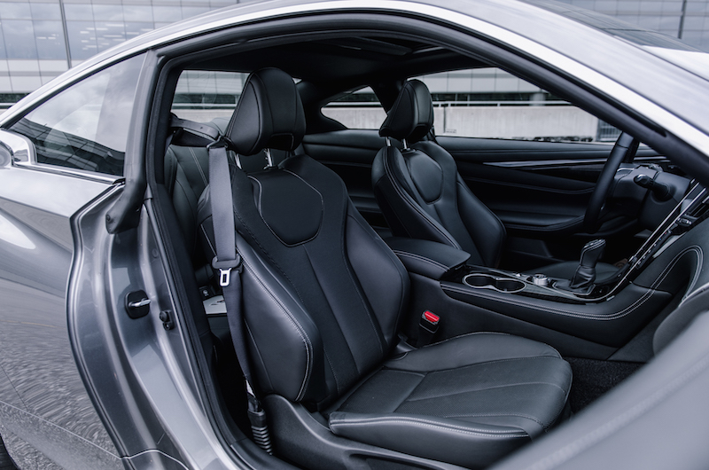 Infiniti Q60 black front seats leather