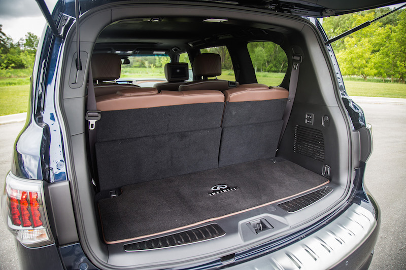 2017 Infiniti QX80 Limited trunk cargo space