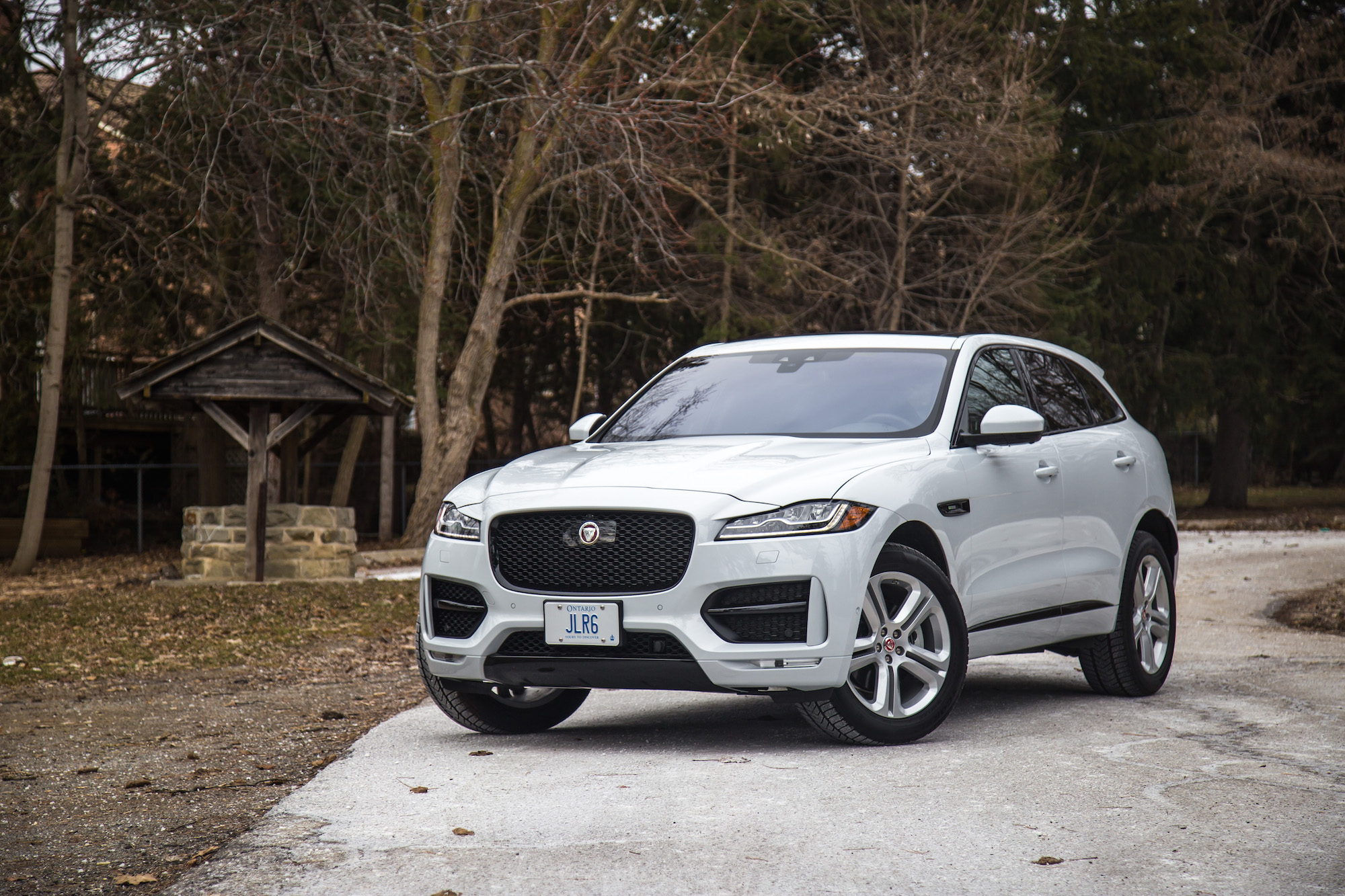 review 2017 jaguar f pace r sport canadian auto review. Black Bedroom Furniture Sets. Home Design Ideas