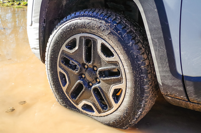 2017 Jeep Renegade Trailhawk wheels tires