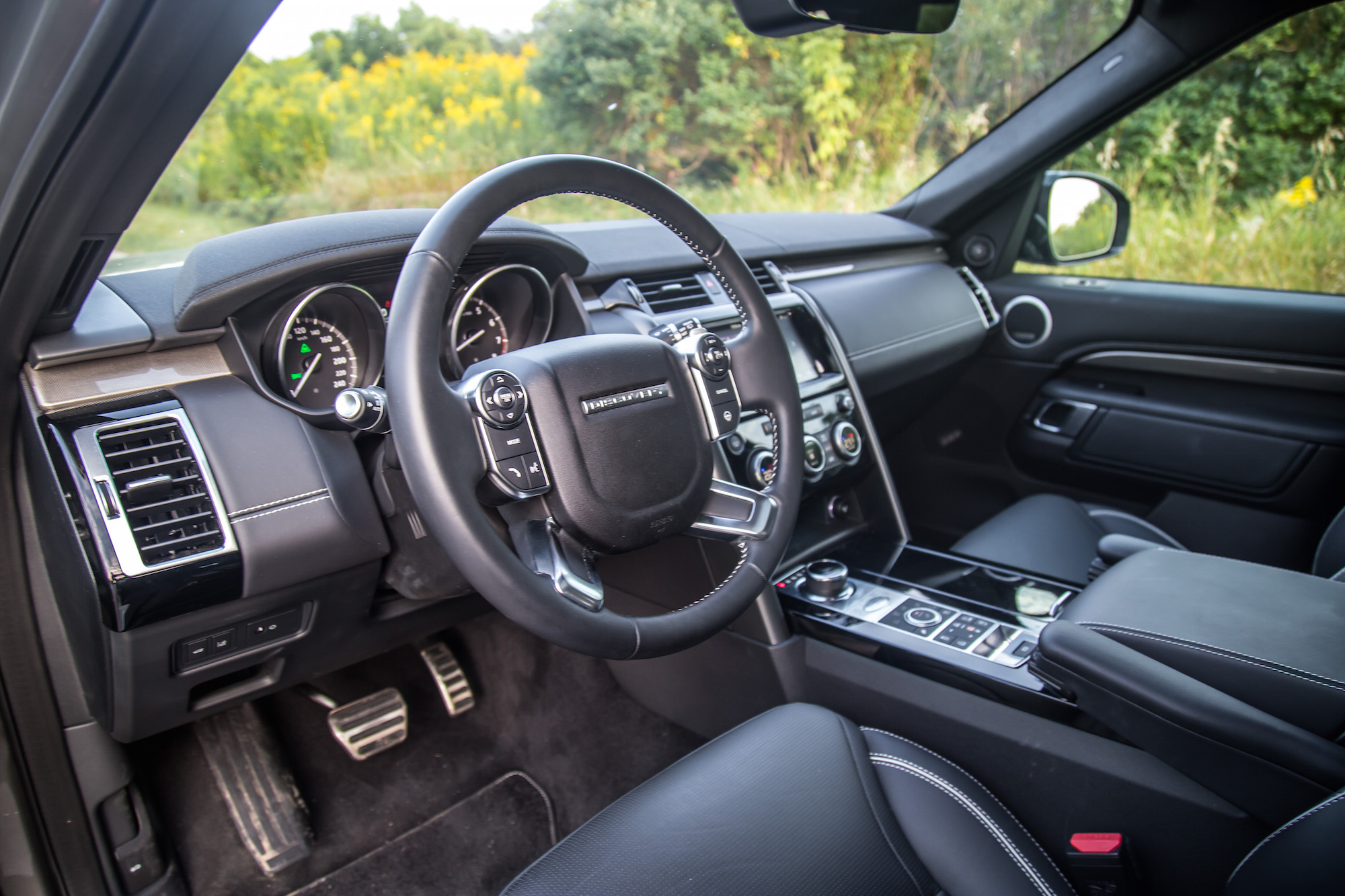... 2017 Land Rover Discovery HSE Black Interior
