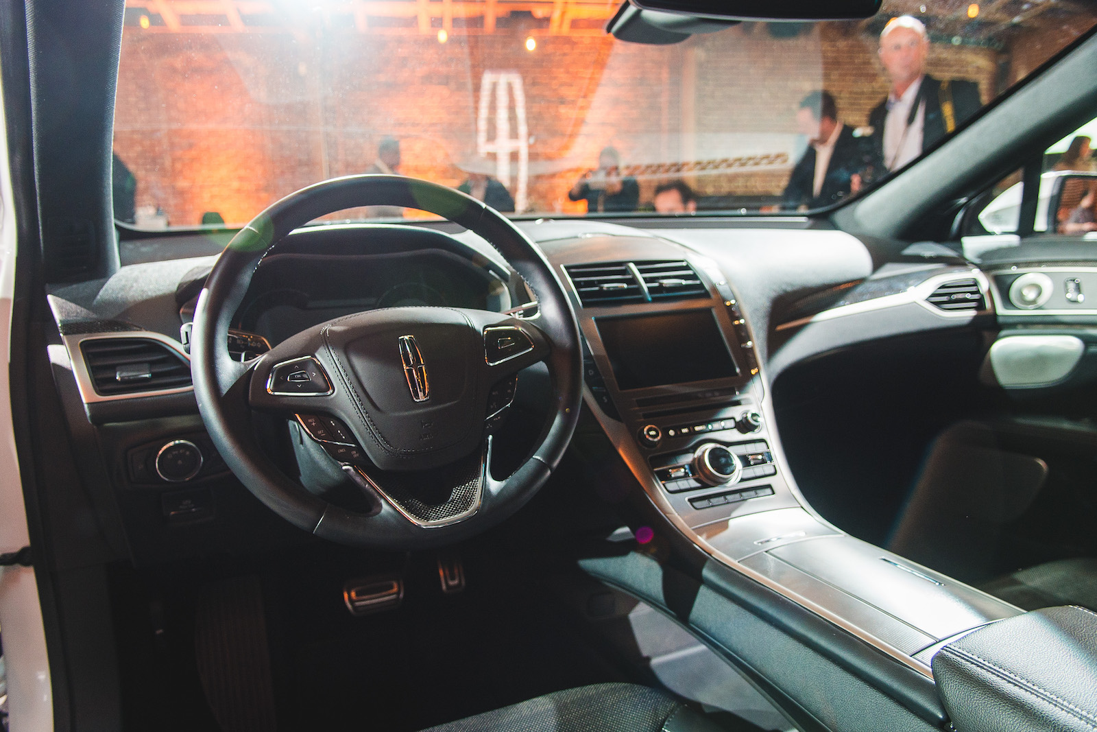 reveal 2017 lincoln mkz canadian auto review. Black Bedroom Furniture Sets. Home Design Ideas