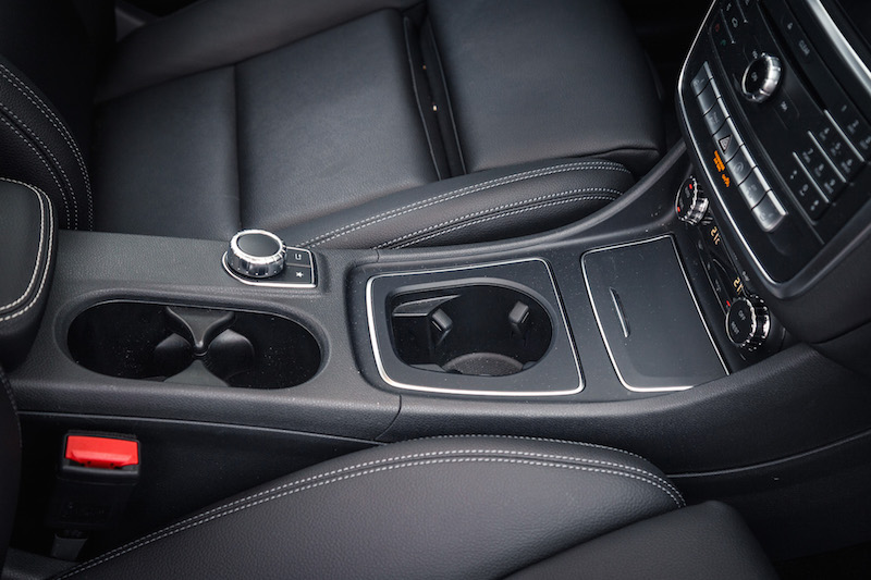 2017 Mercedes-Benz CLA 250 4MATIC center console