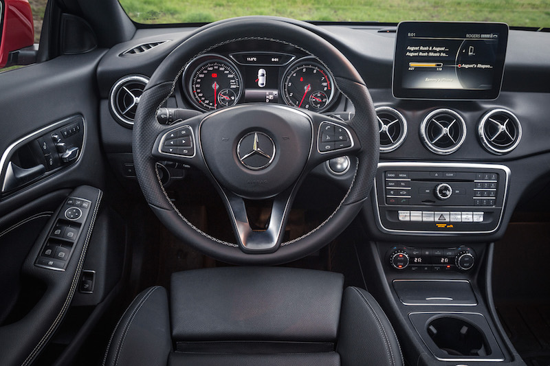 2017 Mercedes-Benz CLA 250 4MATIC steering wheel