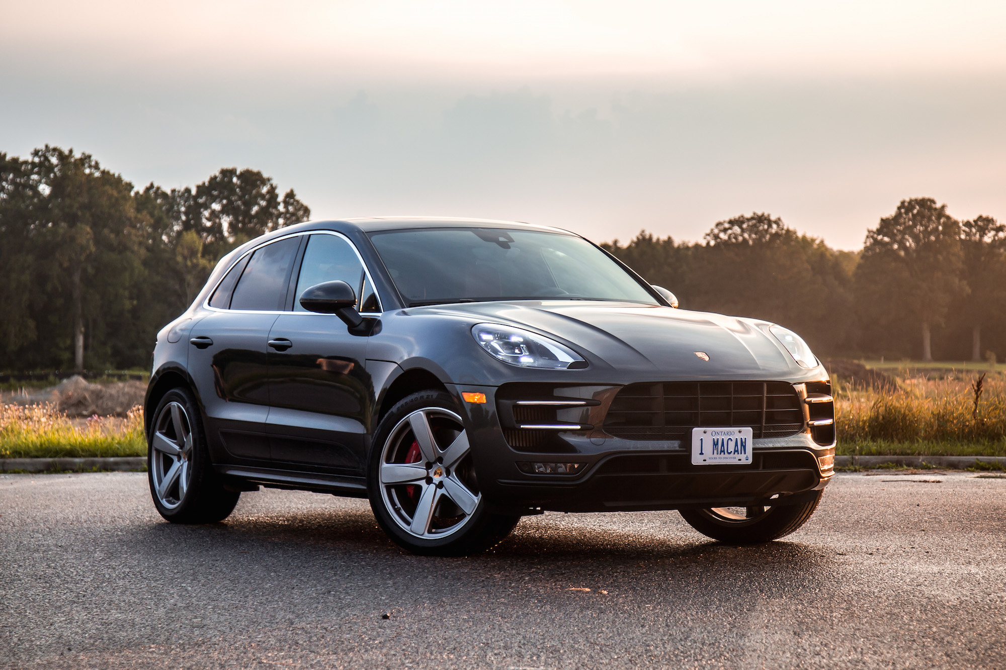 review 2017 porsche macan turbo with performance package canadian auto review. Black Bedroom Furniture Sets. Home Design Ideas