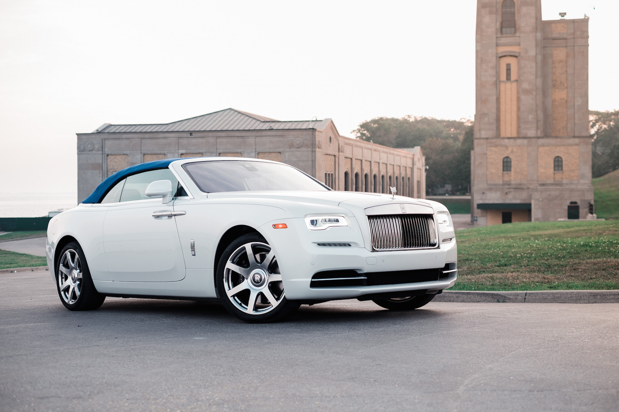 Review: 2017 Rolls-Royce Dawn | Canadian Auto Review