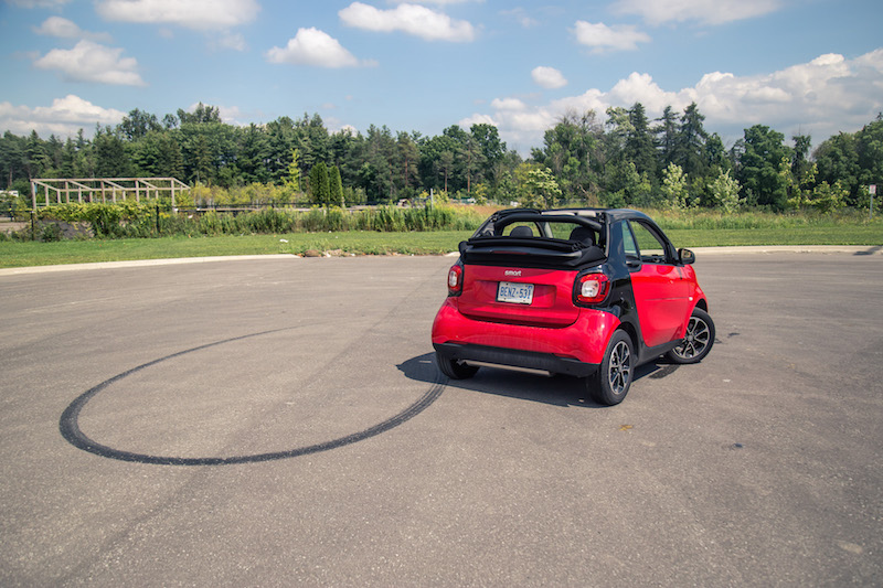 2017 smart fortwo cabrio drift turning circle