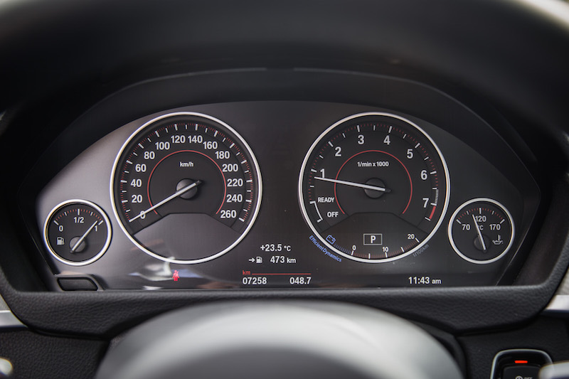 2018 BMW 440i xDrive 4 Series analog gauges