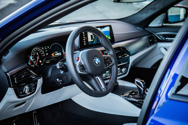 2018 BMW M5 interior white black