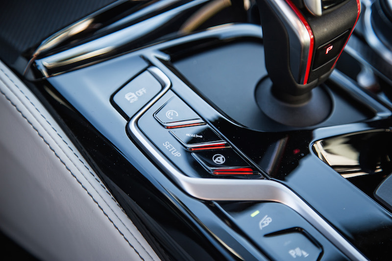 2018 BMW M5 setup buttons for driving